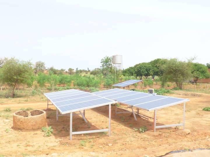 System de pompage pompe solaire et panneaux solaires